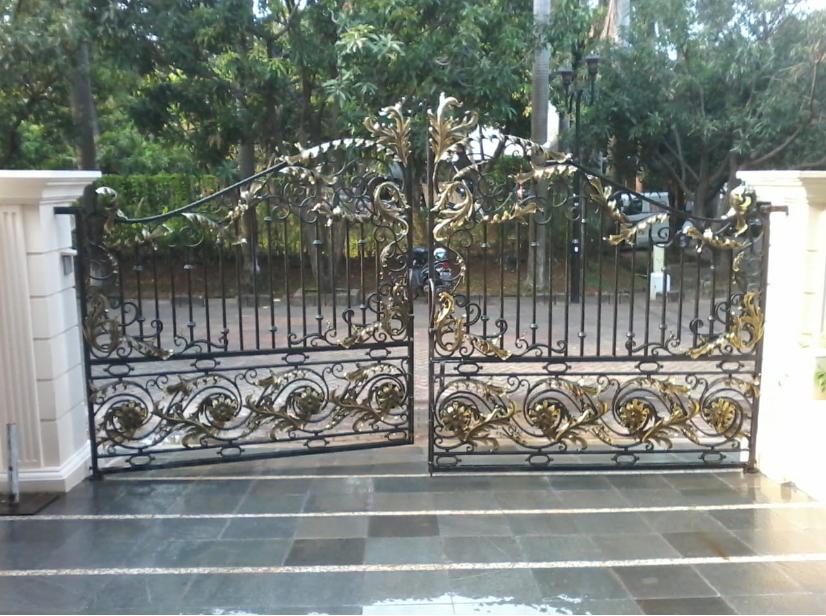 pintu gerbang besi